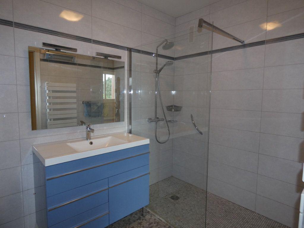 Appartement à louer 3 72.68m2 à Saint-Genis-Laval vignette-4