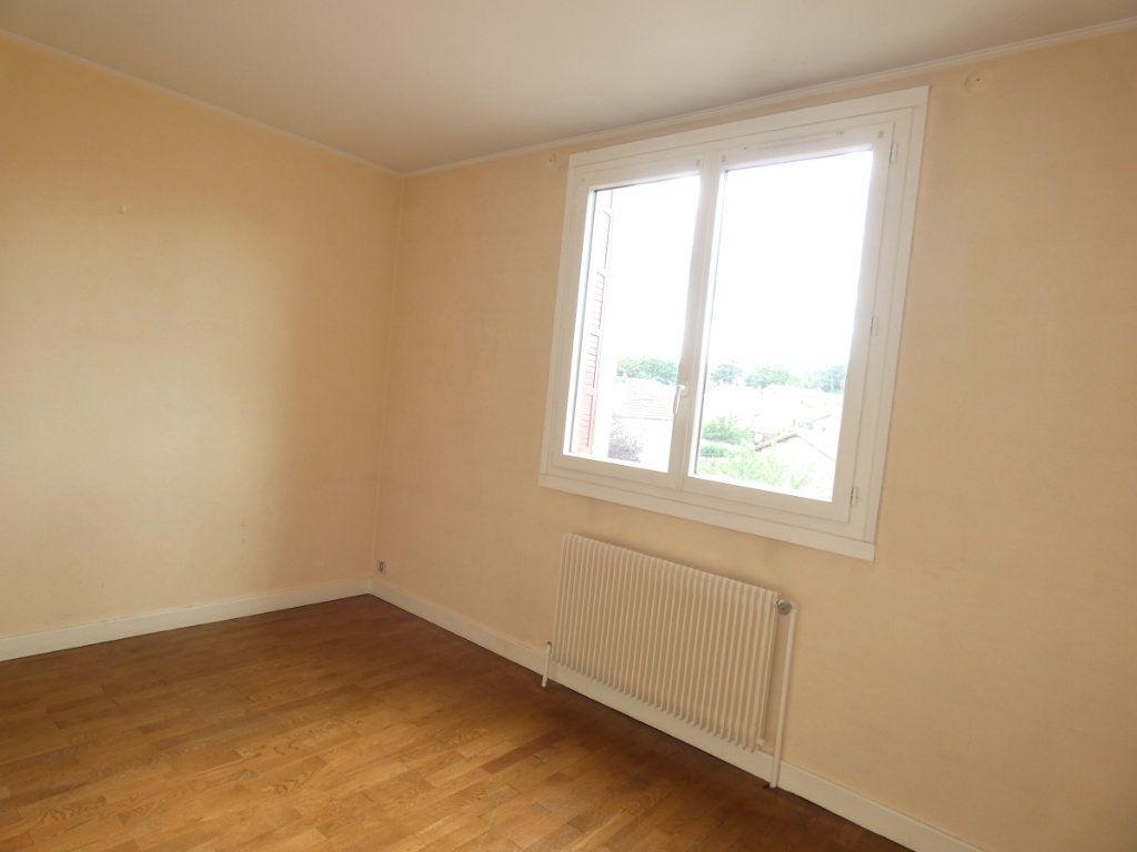 Appartement à louer 3 72.68m2 à Saint-Genis-Laval vignette-5