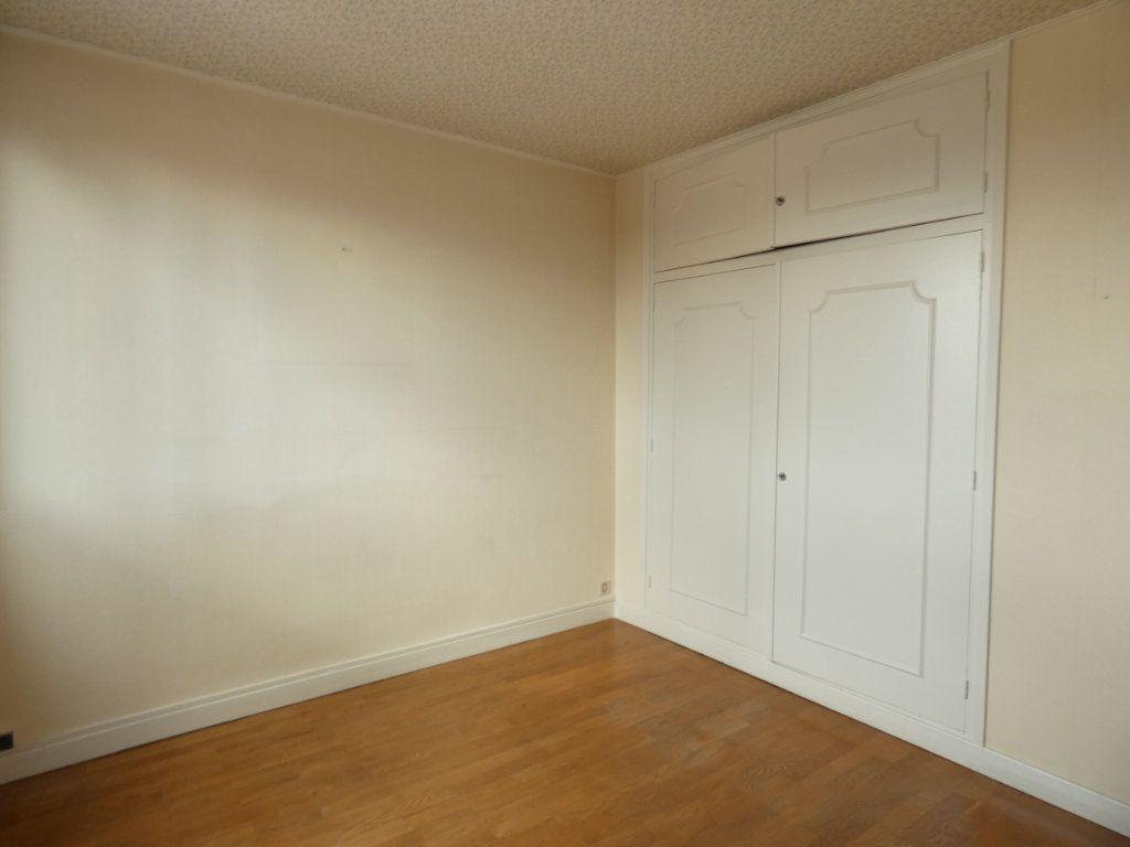Appartement à louer 3 72.68m2 à Saint-Genis-Laval vignette-6