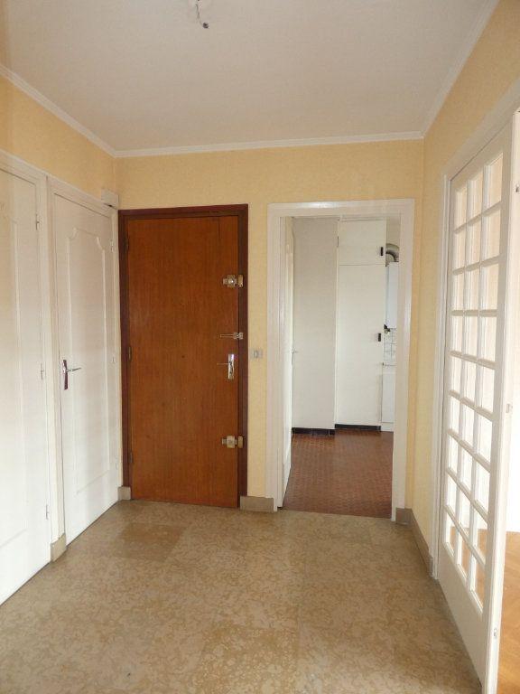 Appartement à louer 3 72.68m2 à Saint-Genis-Laval vignette-7