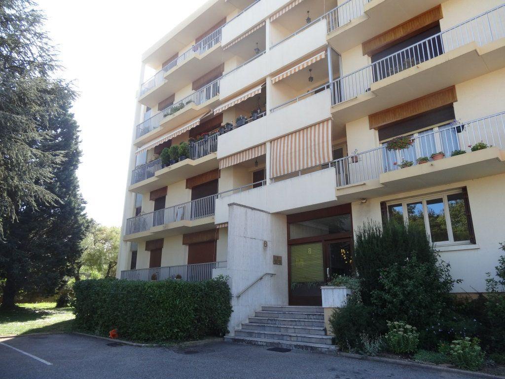 Appartement à louer 3 72.68m2 à Saint-Genis-Laval vignette-8