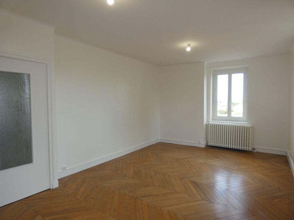 Maison à louer 6 148m2 à Saint-Genis-Laval vignette-2