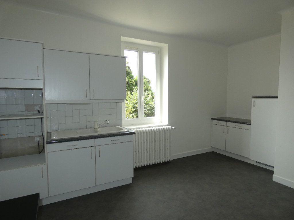 Maison à louer 6 148m2 à Saint-Genis-Laval vignette-3
