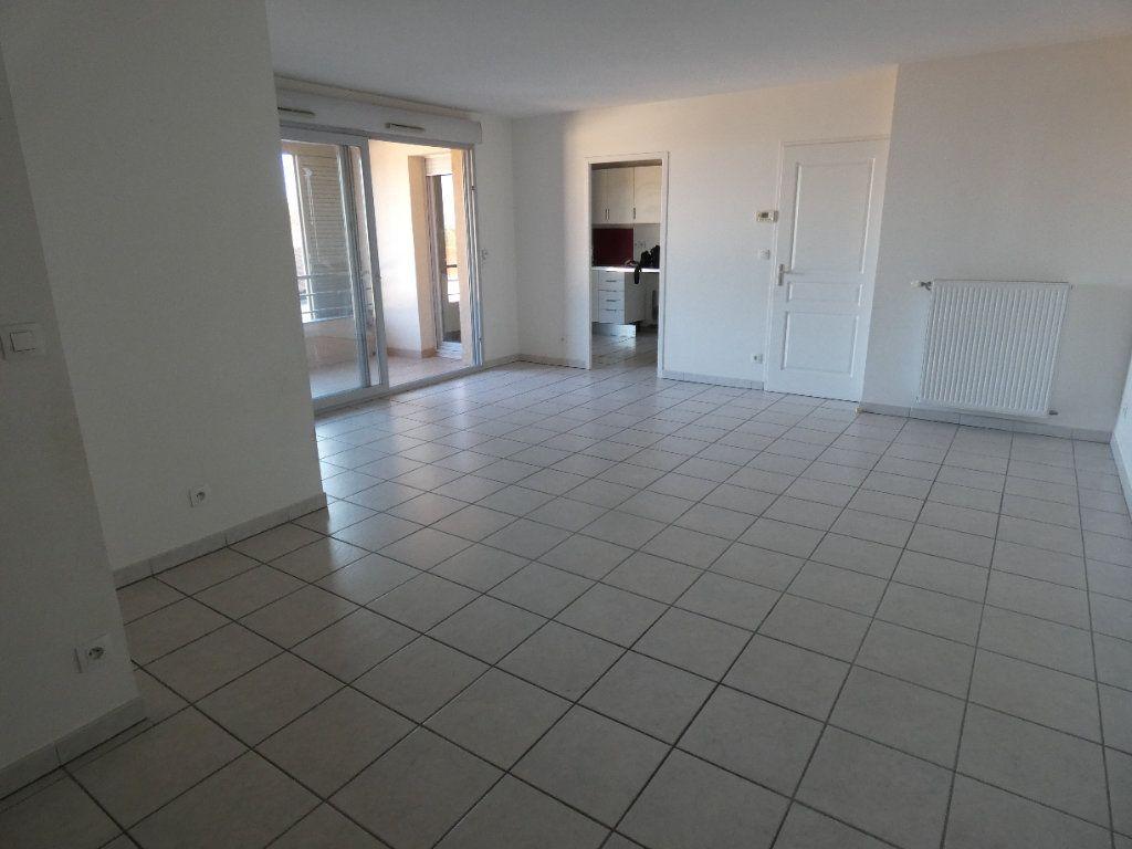 Appartement à louer 3 72.67m2 à Irigny vignette-2