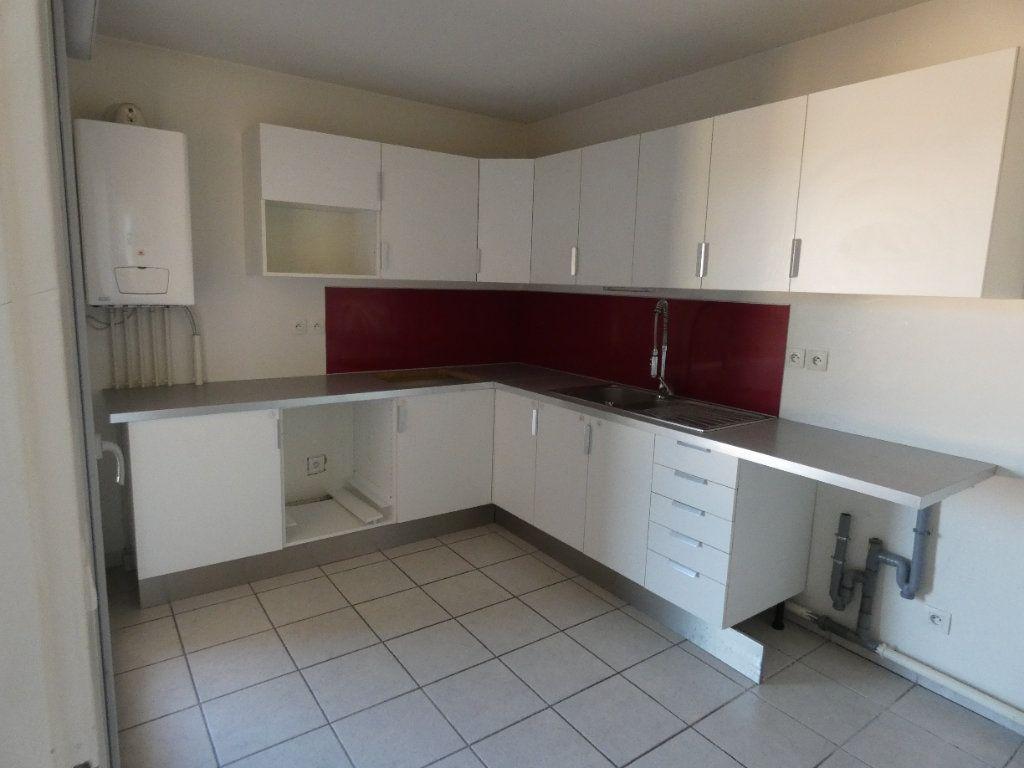 Appartement à louer 3 72.67m2 à Irigny vignette-3