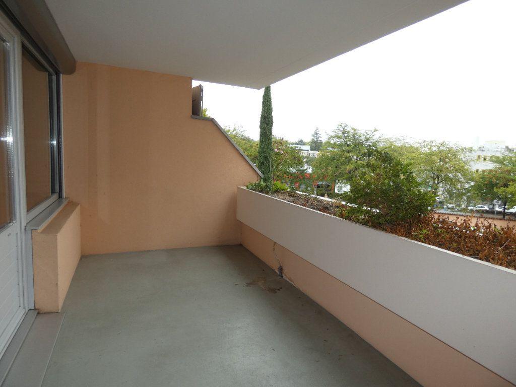 Appartement à louer 4 83.07m2 à Saint-Genis-Laval vignette-1