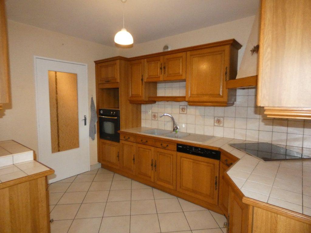 Appartement à louer 4 83.07m2 à Saint-Genis-Laval vignette-4