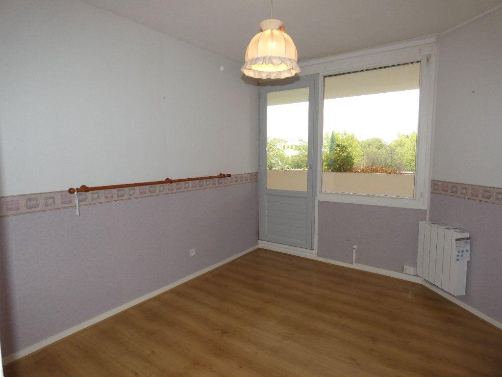 Appartement à louer 4 83.07m2 à Saint-Genis-Laval vignette-5