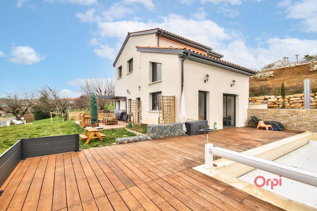 Maison à vendre 6 175m2 à Saint-Pierre-la-Palud vignette-1