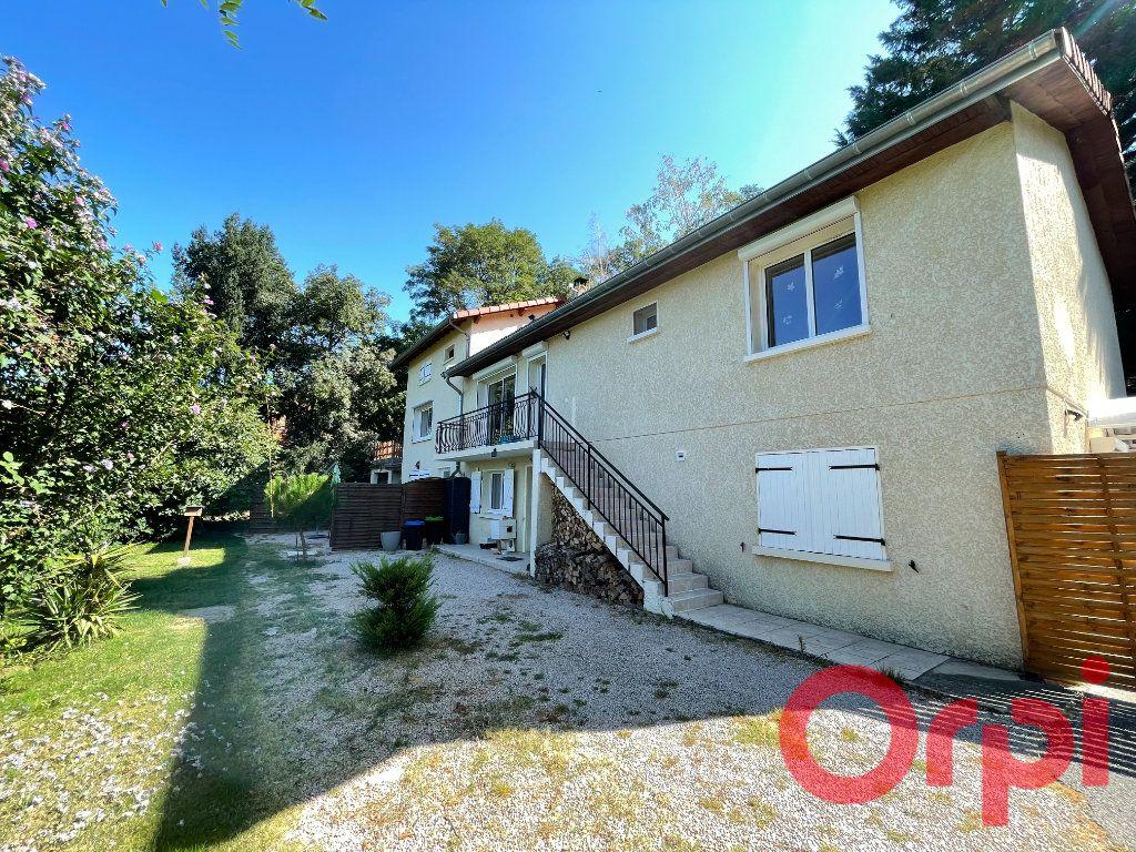 Maison à vendre 8 242m2 à Saint-Pierre-la-Palud vignette-1