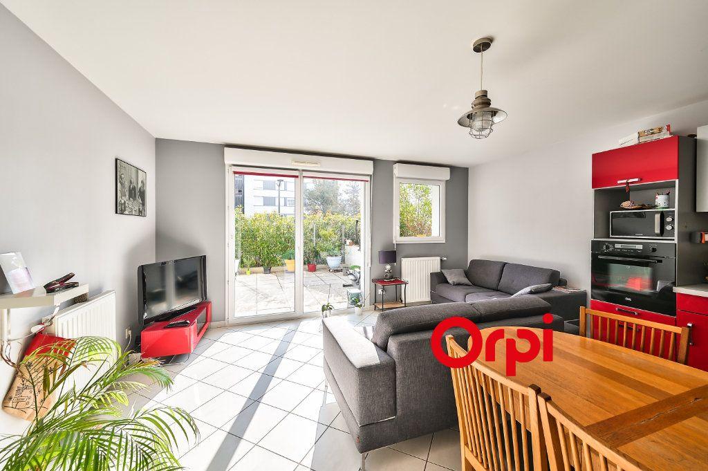 Appartement à vendre 5 91.86m2 à Lyon 9 vignette-3