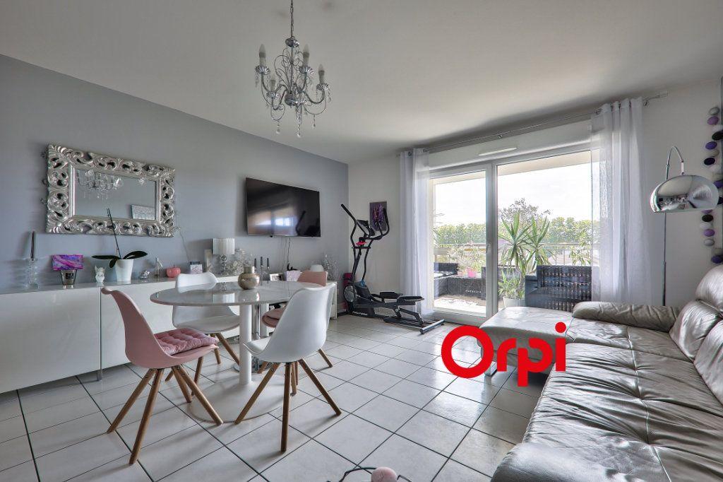 Appartement à vendre 4 77.6m2 à Vaulx-en-Velin vignette-2