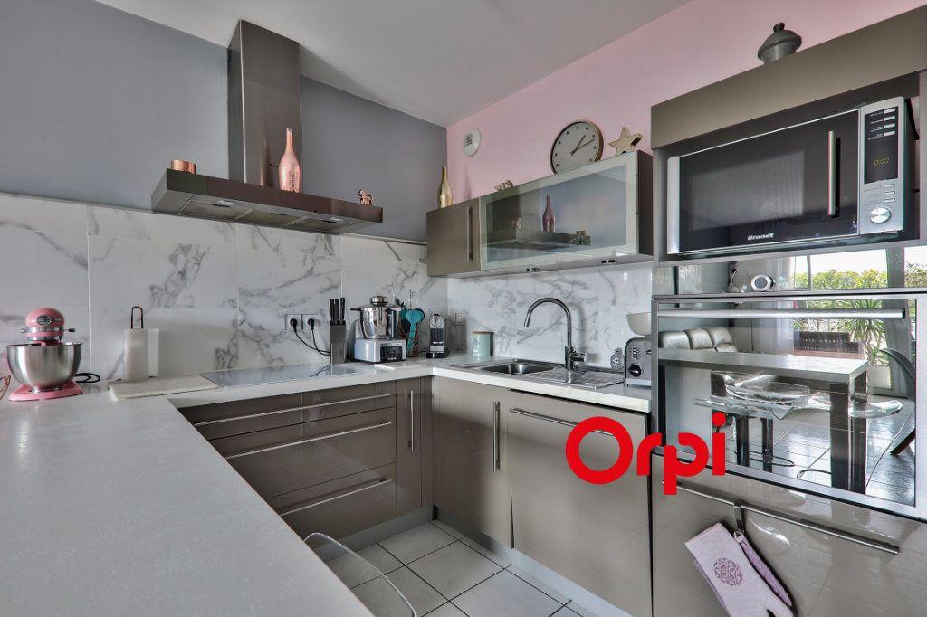 Appartement à vendre 4 77.6m2 à Vaulx-en-Velin vignette-3