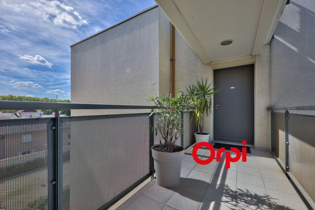 Appartement à vendre 4 77.6m2 à Vaulx-en-Velin vignette-4