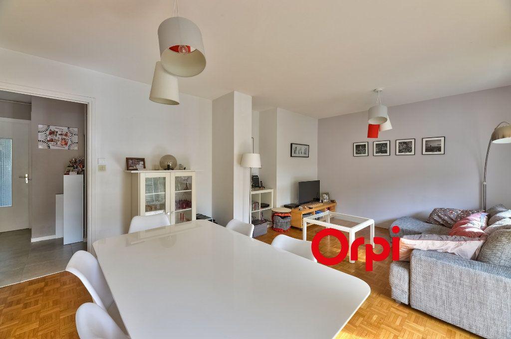 Appartement à vendre 4 70m2 à Caluire-et-Cuire vignette-3