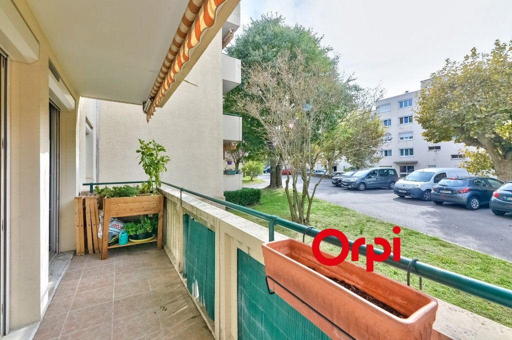 Appartement à vendre 4 70m2 à Caluire-et-Cuire vignette-7