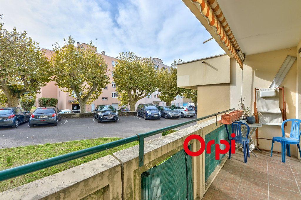 Appartement à vendre 4 70m2 à Caluire-et-Cuire vignette-8