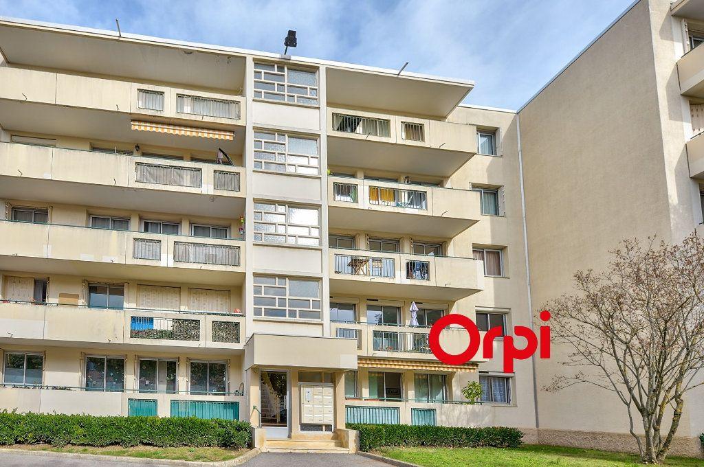 Appartement à vendre 4 70m2 à Caluire-et-Cuire vignette-9