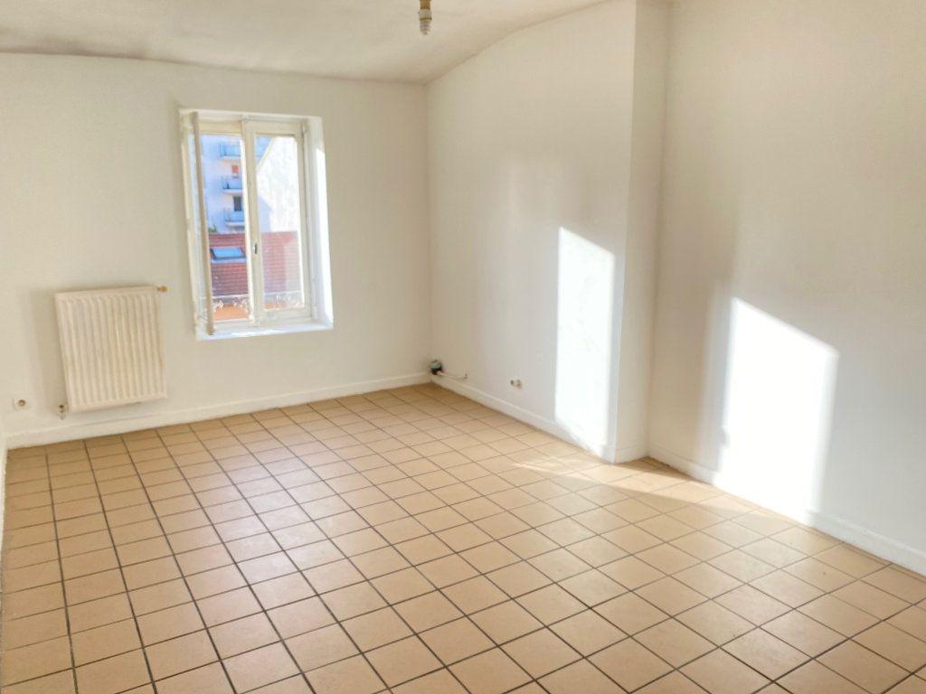 Appartement à vendre 2 31m2 à Villeurbanne vignette-4