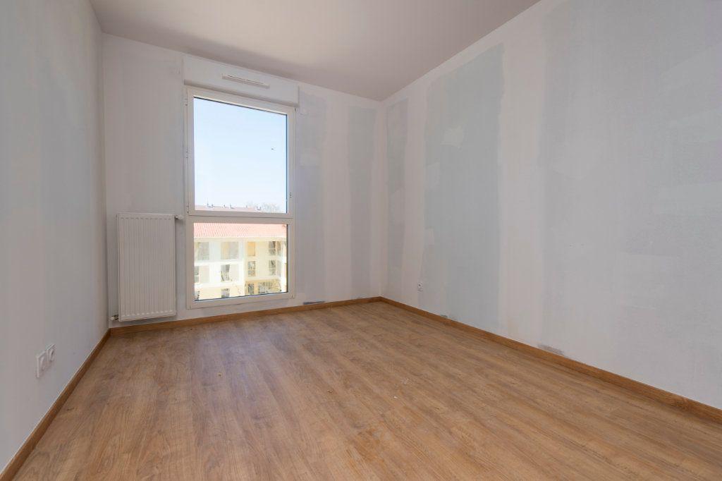 Appartement à vendre 4 93m2 à Rillieux-la-Pape vignette-6