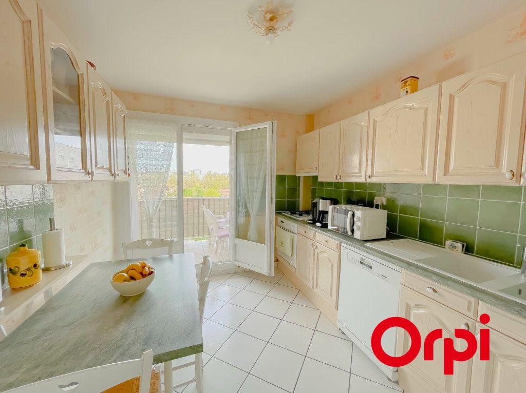 Appartement à vendre 4 68.7m2 à Rillieux-la-Pape vignette-1