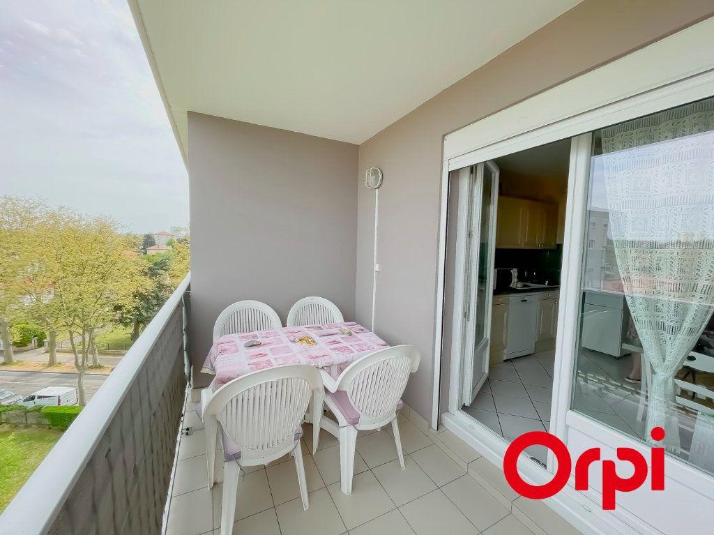 Appartement à vendre 4 68.7m2 à Rillieux-la-Pape vignette-2