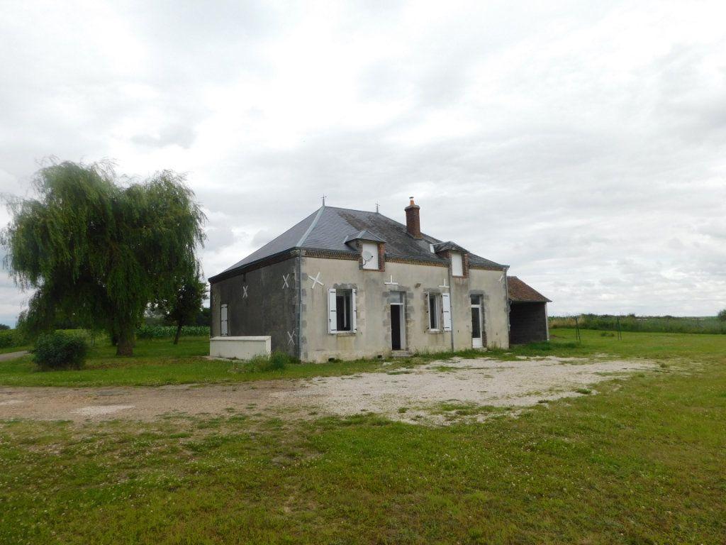 Maison à vendre 5 124m2 à Saint-Maurice-sur-Aveyron vignette-10