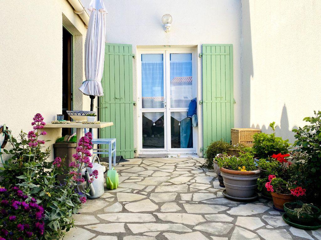 Maison à vendre 3 50m2 à Rivedoux-Plage vignette-1