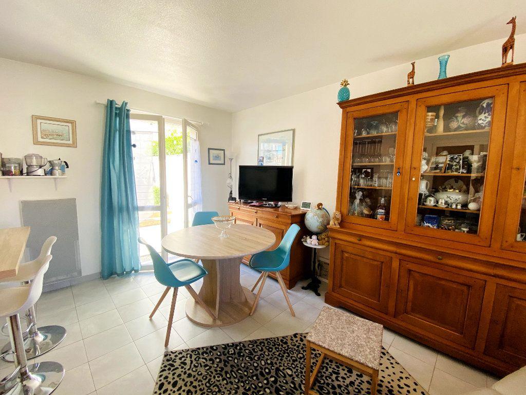 Maison à vendre 3 50m2 à Rivedoux-Plage vignette-2