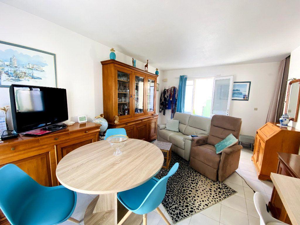 Maison à vendre 3 50m2 à Rivedoux-Plage vignette-3