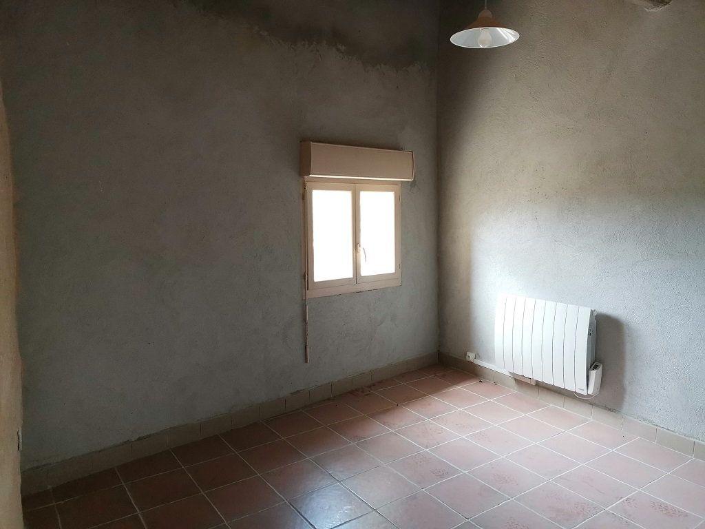 Appartement à louer 3 40m2 à Estézargues vignette-2