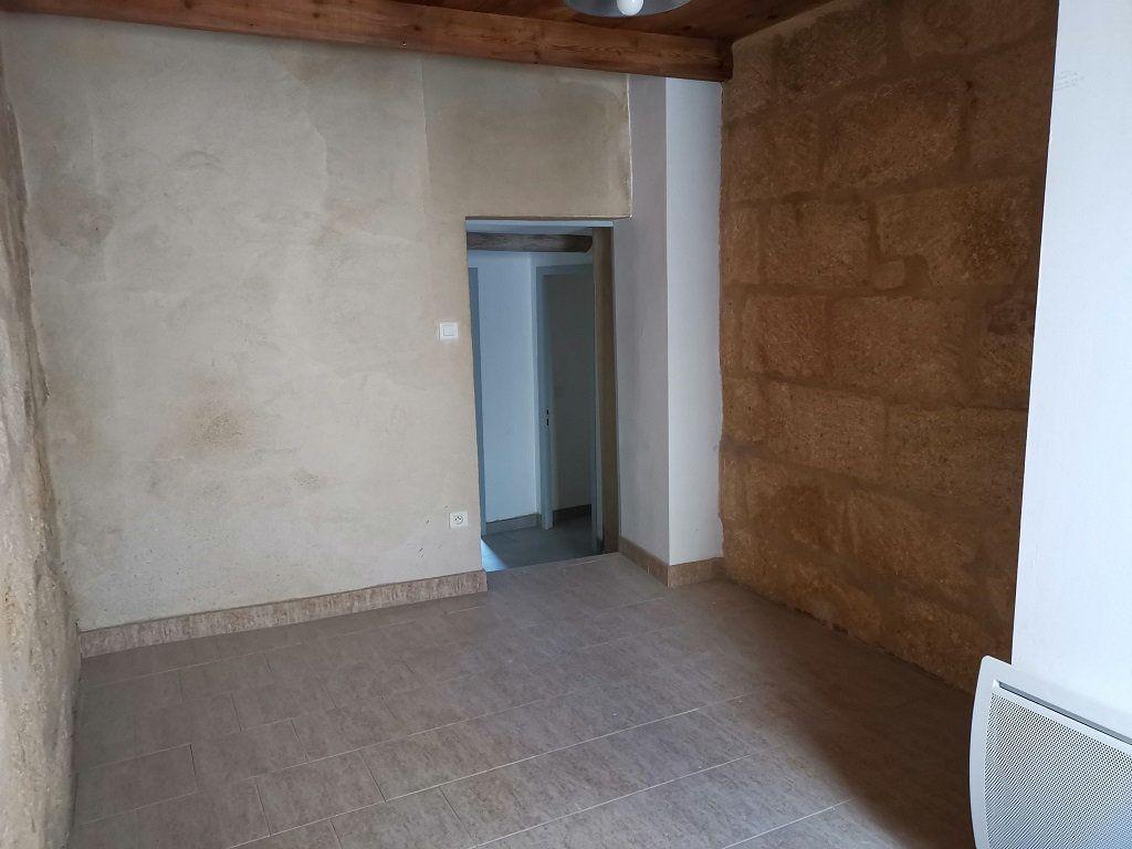 Appartement à louer 3 40m2 à Estézargues vignette-4