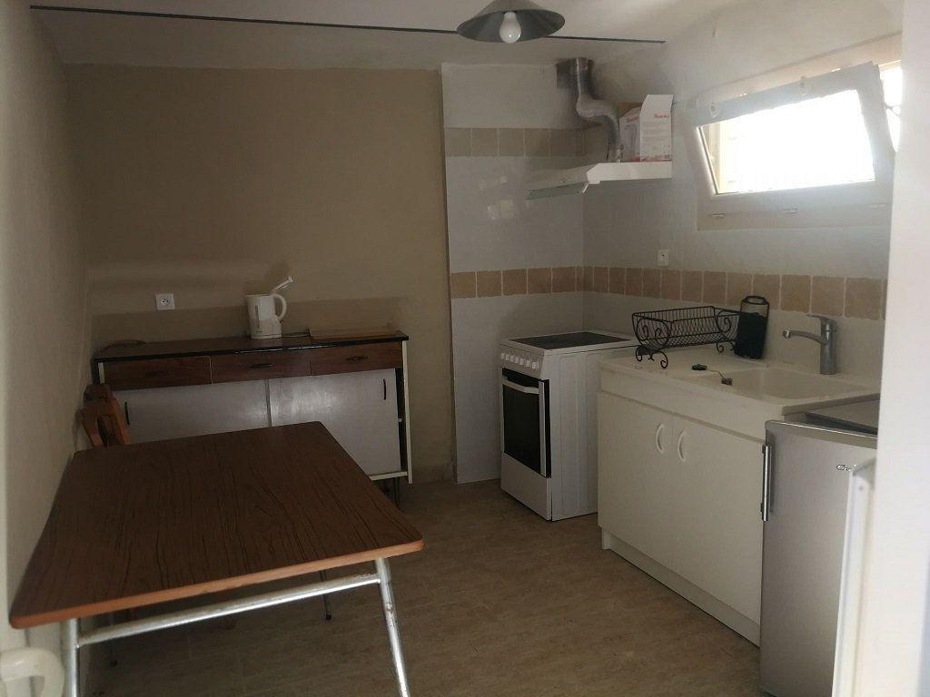 Appartement à louer 3 40m2 à Estézargues vignette-5