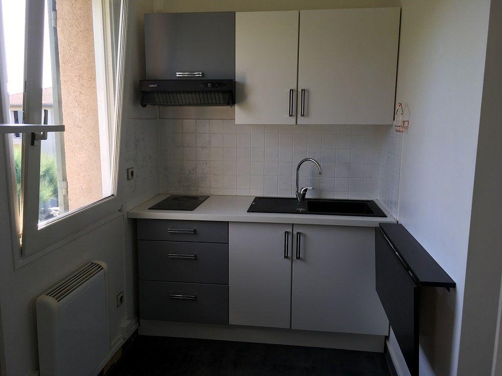 Appartement à louer 2 50m2 à Villeneuve-lès-Avignon vignette-5
