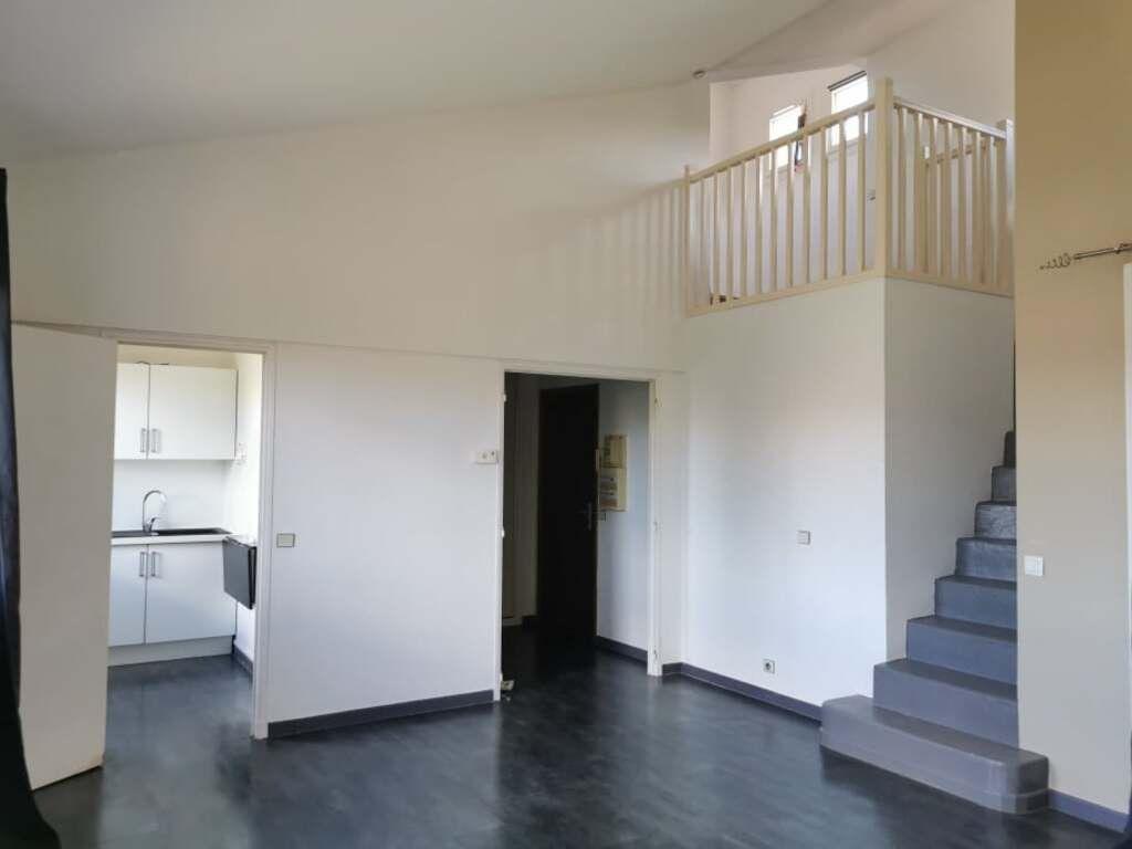 Appartement à louer 2 50m2 à Villeneuve-lès-Avignon vignette-8