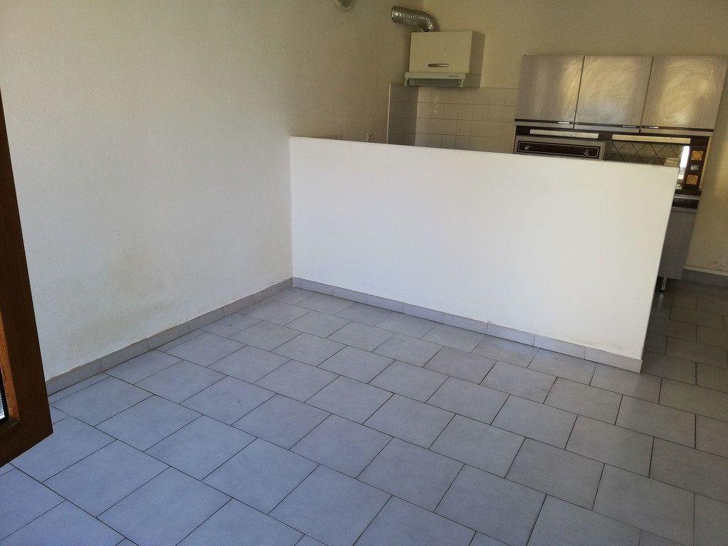 Appartement à louer 2 35m2 à Domazan vignette-2