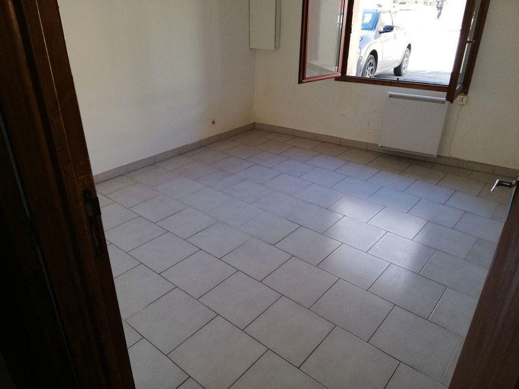 Appartement à louer 2 35m2 à Domazan vignette-3
