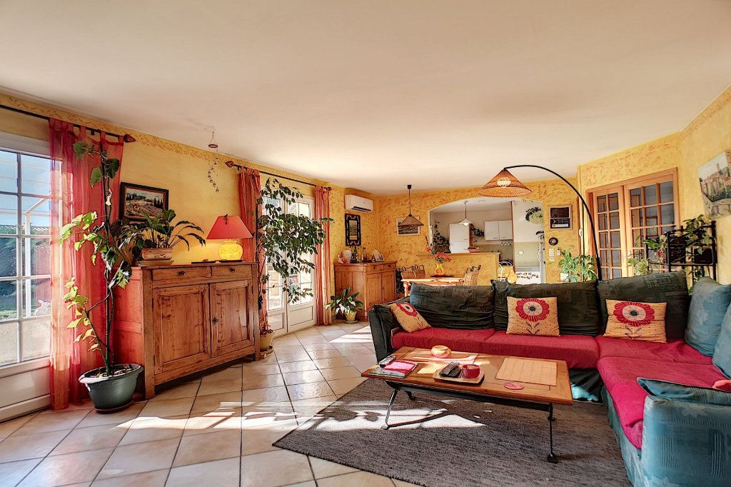Maison à vendre 5 122m2 à Saint-Saturnin-lès-Avignon vignette-3