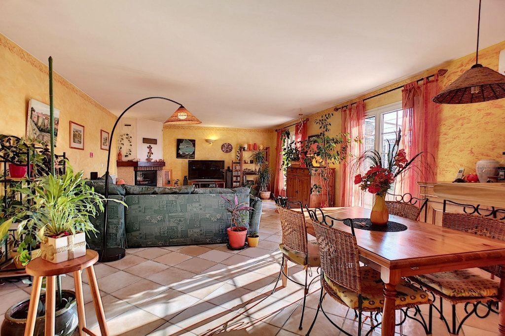 Maison à vendre 5 122m2 à Saint-Saturnin-lès-Avignon vignette-4