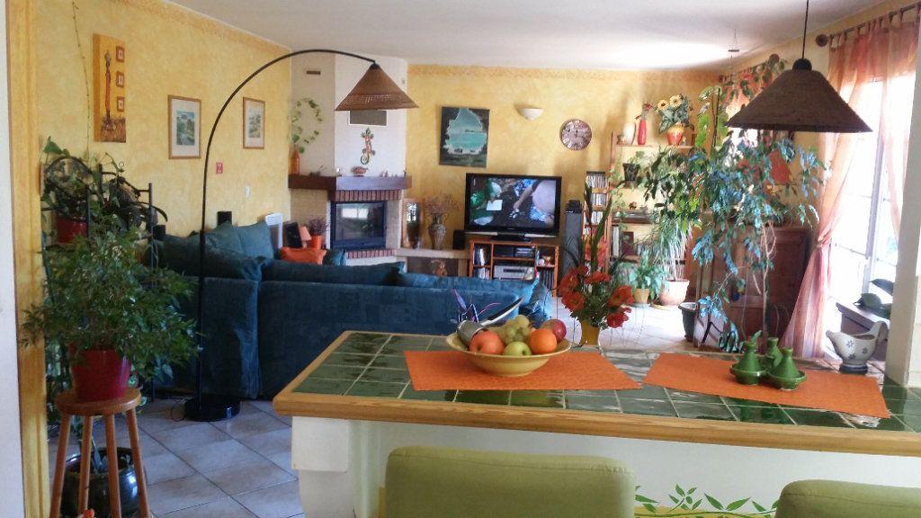 Maison à vendre 5 122m2 à Saint-Saturnin-lès-Avignon vignette-8