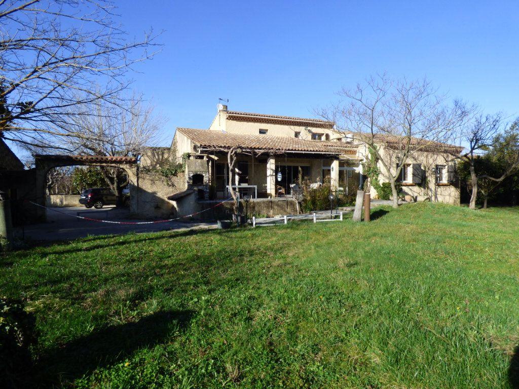 Maison à vendre 5 145m2 à Entraigues-sur-la-Sorgue vignette-1