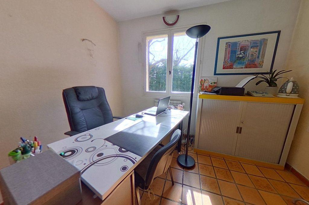Maison à vendre 5 145m2 à Entraigues-sur-la-Sorgue vignette-11