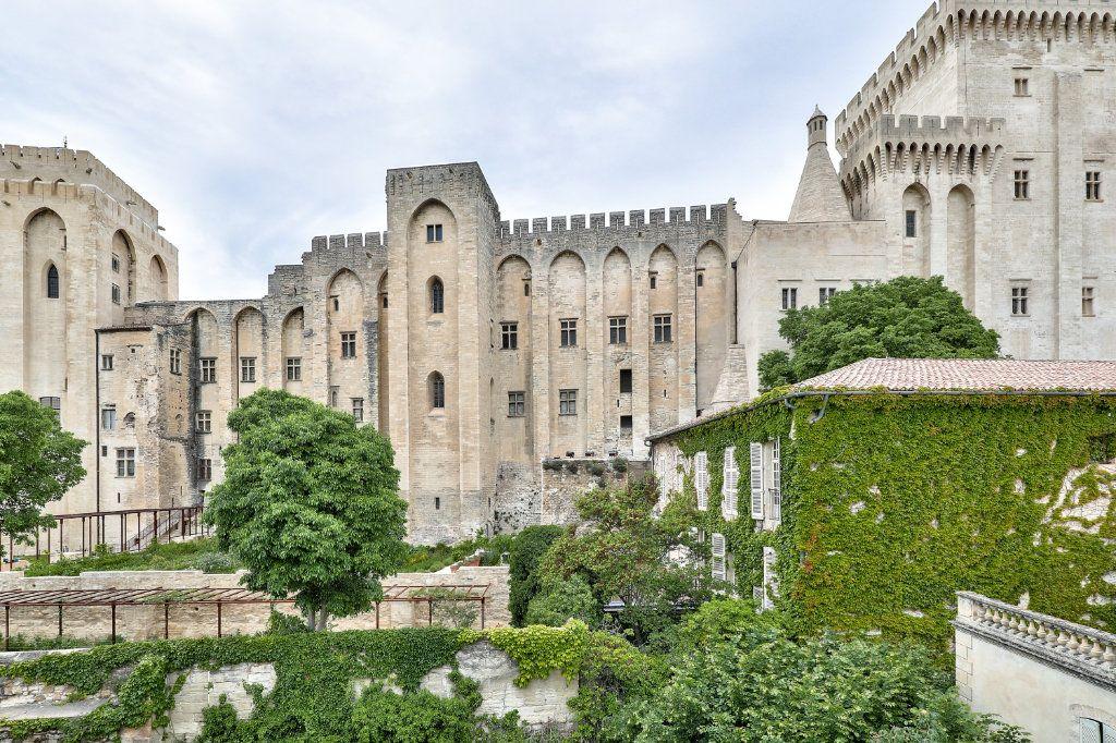 Appartement à vendre 4 129.48m2 à Avignon vignette-2