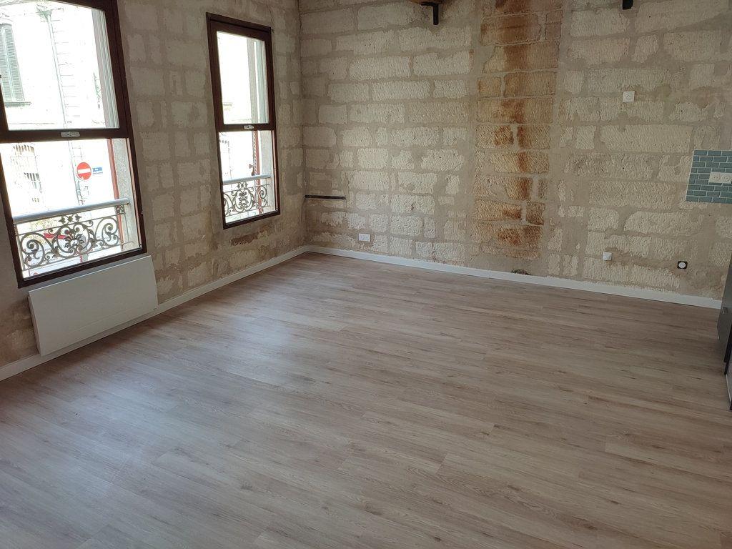 Appartement à louer 3 56.56m2 à Avignon vignette-1