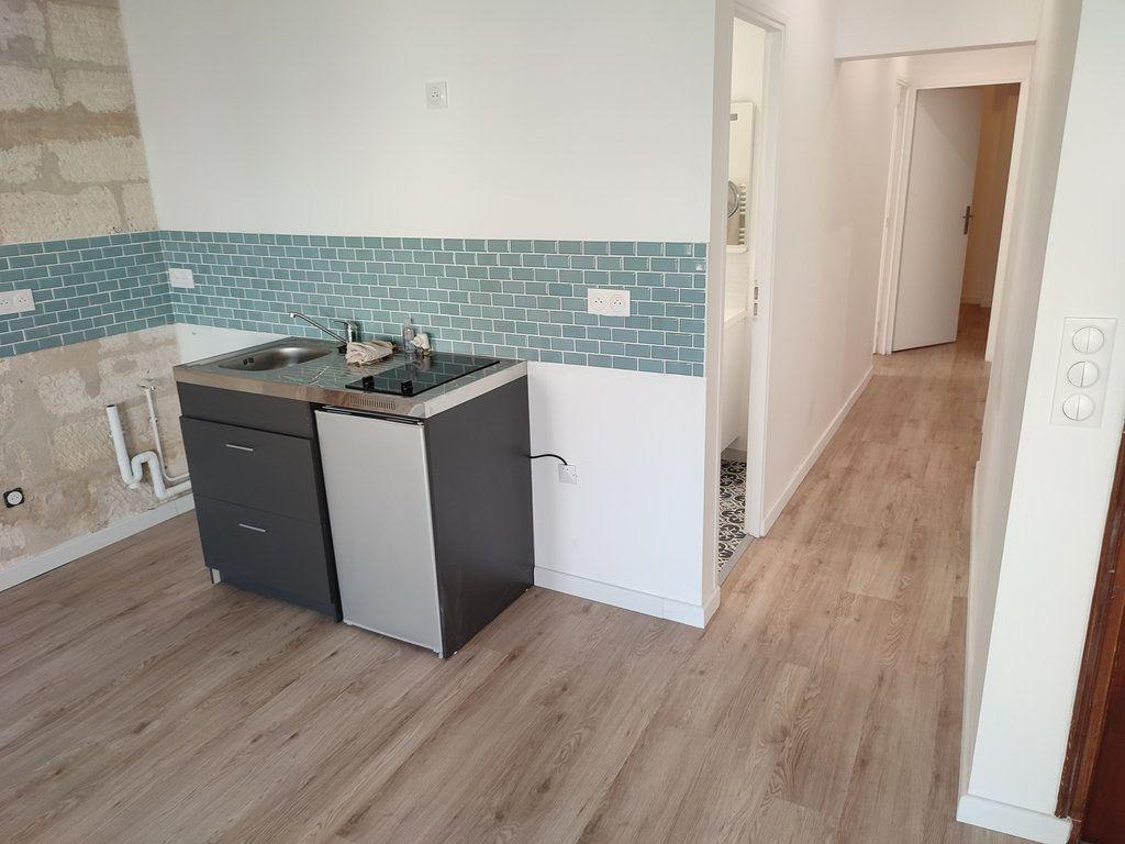Appartement à louer 3 56.56m2 à Avignon vignette-2