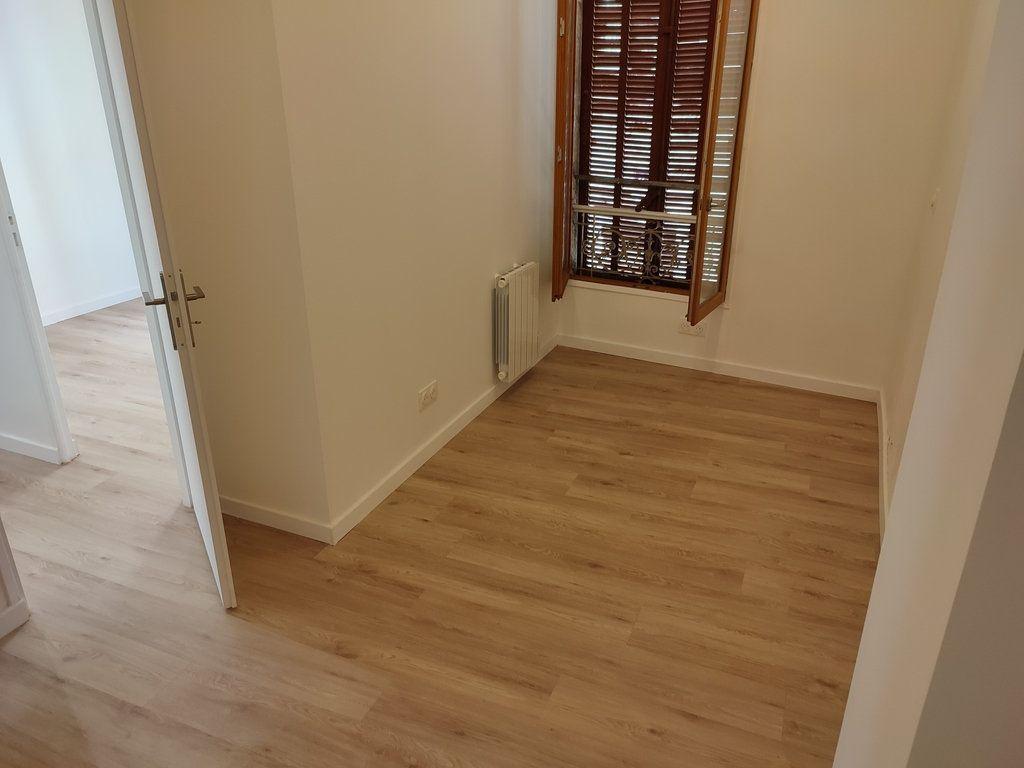 Appartement à louer 3 56.56m2 à Avignon vignette-5