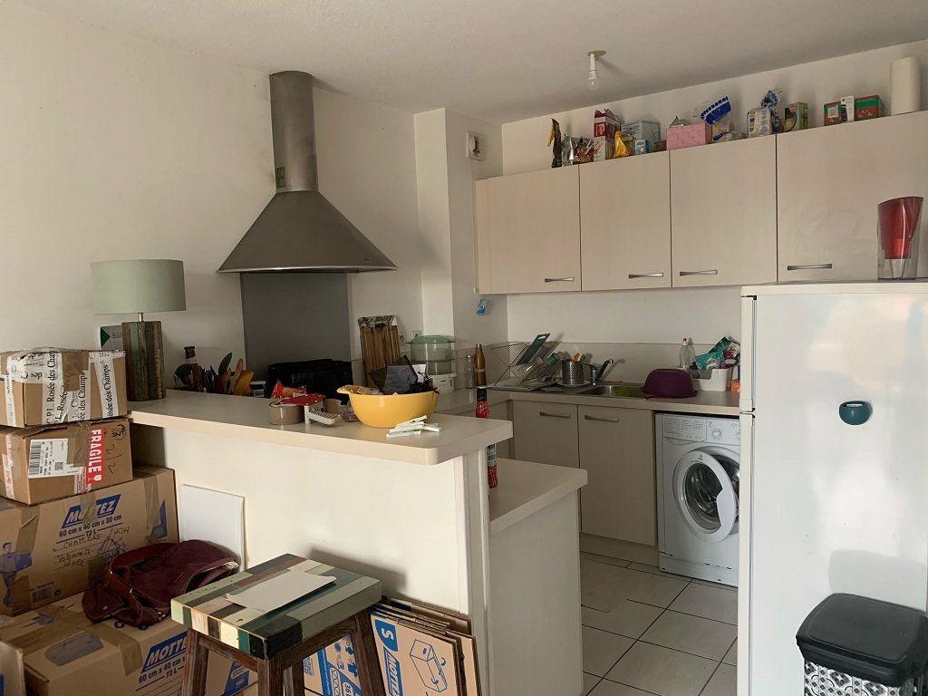 Appartement à louer 2 45m2 à Châteaurenard vignette-3