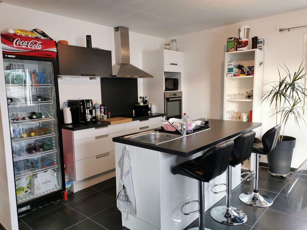 Maison à louer 4 93.72m2 à Rochefort-du-Gard vignette-3
