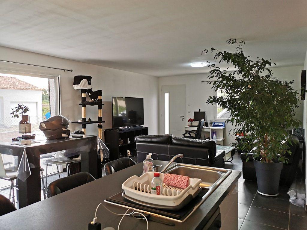 Maison à louer 4 93.72m2 à Rochefort-du-Gard vignette-4