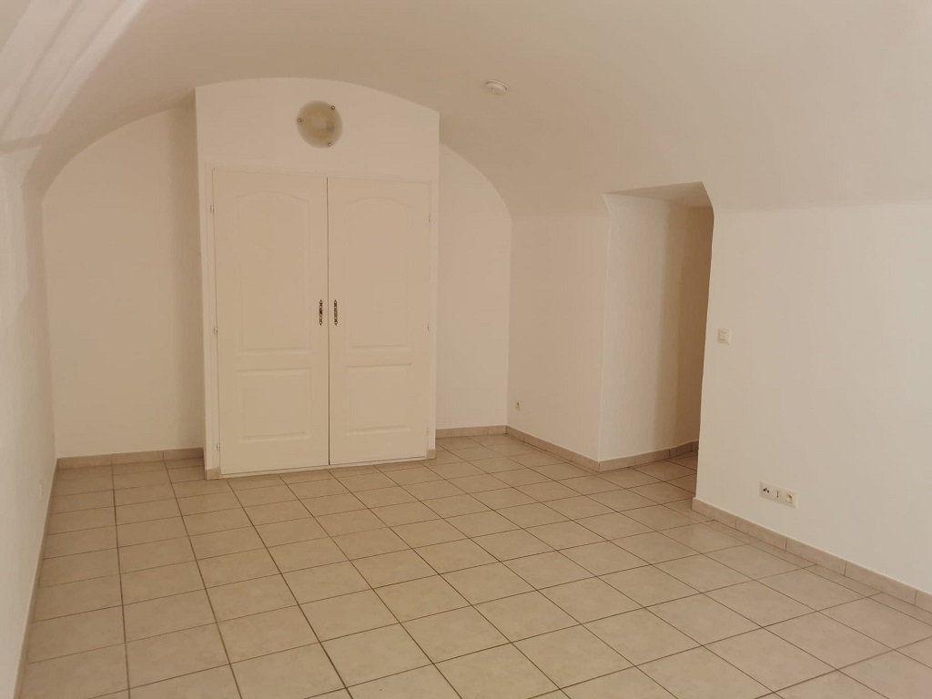 Appartement à louer 1 29.63m2 à Rochefort-du-Gard vignette-1
